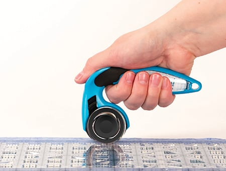 holding rotary cutter with thumb