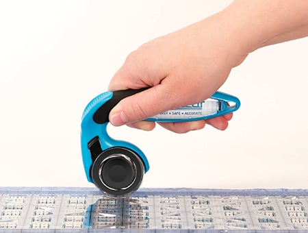 holding rotary cutter with palm